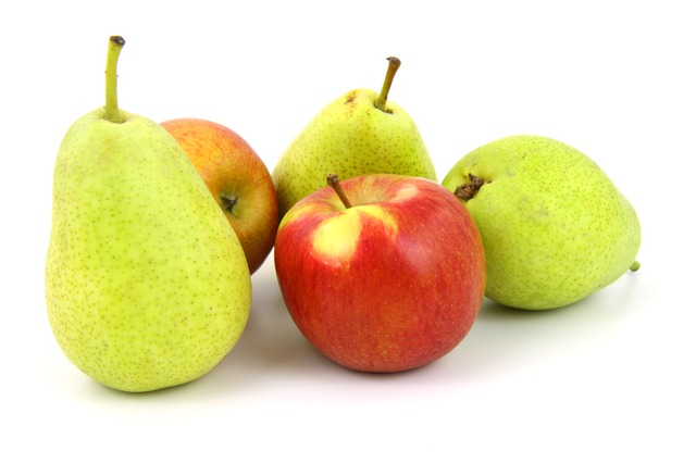 Apple_pear_fruit_snacking